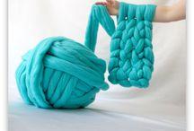 création avec de la laine et du fil géant