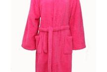 Badjas Dames / Dames badjassen koop je online in alle kleuren, maten en prints. Het tijdperk van een saaie badjassen laten wij ver achter ons.