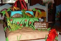 kids cakes / by Mitzi James