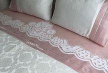 beyaz işli yatak örtüsü v s