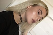 >Make Up<