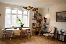 Et godt sted at bo / Lys 2 vær. lejlighed på grænsen mellem Frederiksberg og Nørrebro  Andelslejlighed med to store og lyse værelser og renoveret køkken og bad på beliggende på grænsen mellem Frederiksberg og Nørrebro.  Lejligheden er godt indrettet med en to store værelser, der begge er forbundet med en lille fordelingsentré. Er velegnet som delelejlighed, men passer også udemærket til et par. Den har plankegulve og pudsede lofter med subtil stuk. Der hører et loftrum til boligen. Husdyr er tilladt.