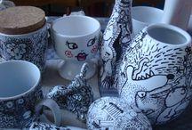 """Klotterporslin, design, doodelporselin / Här visar jag lite av det jag gör. Bla. mitt """"Klotterporslin"""". Utvalda begagnade porslinsobjekt som jag handtecknar på med porslinsfärg och bränner i ugnen. To make new things of carefully selected used objects. I also paint and draw."""