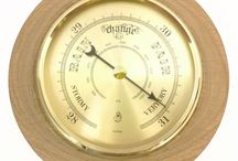 Timber-Treasures Great Wolford Oak barometer small / Perfect for predicting the coming weather, each of these quality brass barometer mechanisms from Germany is inserted into a hand turned frame of oak from Great Wolford, Gloucestershire, UK. It measures air pressure to predict the weather, works continuously without the need for batteries, and comes with a lifetime warranty. Dimensions: 13 cm diameter x 4 cm* *handmade disclaimer