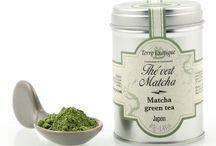 Thé vert Matcha / Originaire du Japon, le thé vert matcha est riche en vitamines, protéines et minéraux. Répandu dans la pâtisserie Japonaise vous pouvez l'utiliser pour faire des gâteaux, pana cotta, glace, macaron ou tiramisu.