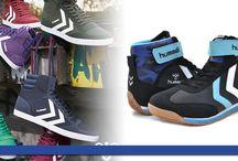 2015 Hummel Erkek Modeller / Hummel, modern tasarımları ve dikkat çekici renkleriyle sokak modasının öncüsü. Hummel farklı tonlardaki renk skalasıyla geniş bir yelpazede, kaliteli ürünlere imza atıyor. Kısa yürüyüşleri keyifli hale getiren spor ayakkabı modelleri, sade tasarımıyla kendini yenilemek isteyenlere heyecan ve enerji aşılıyor Bugün ayak konforuna önem verenlerin tercihi olan Hummel,cazip fiyatları ile de her bütçeye hitap ediyor.