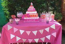 """pièce montée de bonbons - candy bar / une jolie pièce montée de bonbons faite avec beaucoup d'amour pour un anniversaire. Présentée sur un """"candy bar"""" rose et violet"""