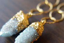 Jewels & trinkets