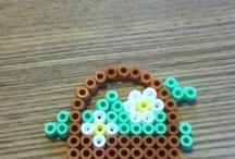 Perler / Det er hama perler som både børn og voksende kan lave for man kan lave det indtil man ikke gider mer