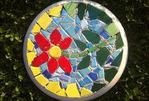 Mosaik / Spiegel, Blumentopf, Wand, Treppe, Steine