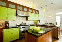 Зеленый цвет в интерьере кухни / Зеленый — это цвет, который создает положительную атмосферу и заряжает бодростью и энергией. Невероятно положительный и во многом универсальный цвет идеально подойдет для кухни.