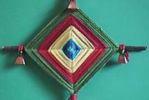 Ojo de Dios / l'ojo de dios , tessitura di fili di lana , deriva dal popolo Huichol / by Marina Argenti