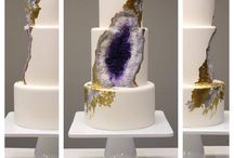 Geode wedding cakes / The geode wedding cake craze is here! We love the gorgeous colors and crystal effects in these works of art!