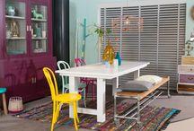 vtwonen Stijl Studio: Modern Nomad / vtwonen Stijl Studio 'Modern Nomad' heeft een relaxte en ongedwongen uitstraling. Een oogstrelende mix van verschillende folkloristische dessin, stoere materialen en rijke kleuren. Gebruik als accessoires een kekke mix van diverse stijlen en verzamelde souvenirs. Ga op reis in je eigen huis en kom thuis in deze vrolijke woonstijl! / by Eijerkamp - Wooninspiratie, tips & trends