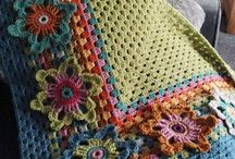 Yeşil mavi pembe. Çiçek motifli battaniye