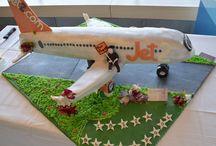 Nuevas Rutas, nuevas tartas, ¡para comérselas! / Con la apertura de nuevas rutas desde los aeropuertos de la red de Aena, y la llegada del primer vuelo, ofrecemos a sus pasajeros un trocito de pastel. ¿Cuál te gusta más?