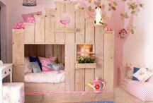 Mädchenzimmer (jung)