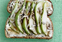 Healthy Toast Toppings / Whether it's toast for breakfast, lunch or dinner, we've got savoury and sweet toast topping ideas for you!