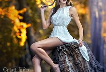 forest water / woman poses foto