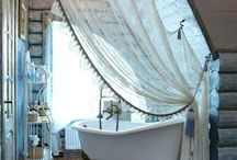 Bathroom in the attic / Shower with views of the blue sky