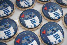 R2-D2 / Tous les goodies R2-D2 le droïd le plus célèbre du monde. Star Wars.  / by faerie003