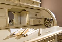 Tosato's art creations / The power of the Made in Italy combined with the skill of Tosato's  master craftsmen leads to the creation of beauty. Here's for you the genuine leather roll top desk of the Favoriti collection, a multifunctional piece of furniture: for reading or writing, or for makeup. Ask for the pdf Favoriti catalogue by sending an email to: info_clienti@tosato.com