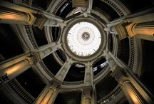 Siège central du Crédit lyonnais / L'escalier à double révolution du siège central du Crédit lyonnais, boulevard des Italiens 1876. By Adrien Perreau