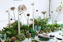 Kersttafel dekken - Botanisch & Groen / Een botanische kersttafel is helemaal in dit jaar! Met groene decoraties, echt kerstgroen en natuurlijke versieringen.