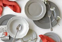 Dinnerware and place settings / by Laura Rios