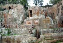 Sovana ( 30 km ) / Concedetevi una giornata nell'atmosfera d'altri tempi di Sovana e una passeggiata nel bosco per vedere la Necropoli Etrusca e le Vie Cave