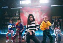 [GIRLKIND] 걸 카인드 = 메딕 진 + 지강 + 세흔 + 썬제이 + 엘린 (GIRLKIND <17.01.2018>) / MEMBERS : MEDIC JIN ~ BAE YOU-JIN  JK ~ KIM JI-KANG  XEHEUN ~ LEE SE-HEUN  SUN J ~ JEON HEE-SUN  ELLYN ~ BANG SUN-HEE   MY BIAS : ELLYN   FANDOM NAME : --   LABEL : NEXT LEVEL ENTERTAINMENT   2018