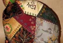 Crazy Quilts / bestickte und benähte Quilts