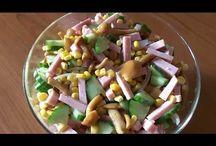 Moldovian salad. Salată Moldovenească. Молдавский салат. / Ingredients: cucumber-1, ham-290g, sweet corn-285g, marinated mushrooms-280g, salt. Prep time: 5 min. Ingrediente: 1 castravete, șuncă de Praga-290g, porumb dulce-285g, ciuperci marinate-280g, sare. Durată: 5 min. Ингредиенты: один огурец, колбаса-290г, кукуруза сладкая-285г, грибы опята-280г, соль. Время приготовления: 5 мин.