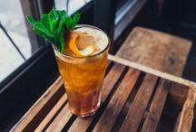 Pas plates, nos meilleurs cocktails allongés! / À la demande générale, voici 6 cocktails réconciliant plaisir et légèreté. Un esprit sain dans un corps sain et un délicieux cocktails dans un joli verre. Vous reconnaitrez plusieurs classiques, avec une petite twist cette fois-ci!