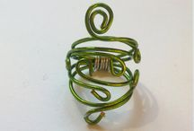 Stylish Green Swirl Ring for petite fingers