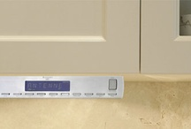 Under Cabinet Kitchen Radios / Under Cabinet Radios for the kitchen are the perfect way to clear clutter from your valuable kitchen counter