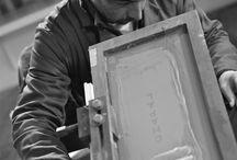 SAVOIR-FAIRE / C H A P A L réalise tous ses produits en France et à la main dans sa petite usine de Crocq. Cet album vous dévoile quelques ficelles et secrets des méthodes de fabrication, très rares aujourd'hui.