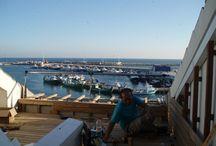 Terraza con madera de teka en el puerto de Cambrils