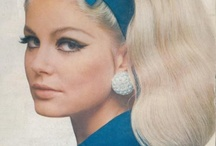 60-tallet / Makeup fra 60-tallet: Sminke: ikke mye pudder, brynene naturlig eller formet. Øyne: Hvitt, svart, pastel, perlemor, shimmer, peppermintgrønn, rosa. Liner: rette linjer, tykk liner, mye maskara, falske vipper. Lepper: nude. Populært med fregner, tegnes på, skjønnhetsflekk.