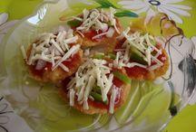 Yummy Papdi Pizza / Italian Papadi Pizza is a desi-Italian fusion delight