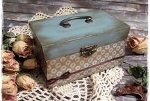 Kék és szürke ládika antik fogantyúval - vintage stílusban