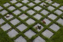 Muzeum Katyńskie - plac Warty / Katyn Museum - green plaza / Kwadrat na którym w równych szeregach posadzono przystrzyżone graby. Nienaturalna forma - próba wyrażania prawdy o systemie totalitarnym.