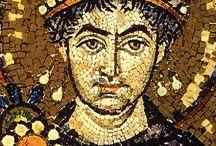 Bizans Tarihi / Bizans'ın bin yıllık tarih koşusu, M.S. 395'te Roma İmparatorluğu'nun, Theodosius tarafından ikiye bölünmesi ile başlar. İmparator Justinianus döneminde doruk noktasına varır.