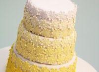 Daisy yellow white wedding cake