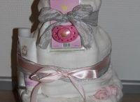 Vaippakakut tytöille / Vaippakakut ovat ihania lahjoja niin baby showereihin, ristiäisiin, nimiäisiin ja vaikka joululahjaksi pienelle prinsessalle.   Tähän kerätty kuvia Vaippakakkukeisarin leipomista tyttöjen vaippakakuista, jotka ovat lähteneet maailmalle porukan pienimmille erilaisiin juhlatilanteisiin. Ideoihin, inspiroimaan, innostamaan.  www.vaippakakkukeisari.fi