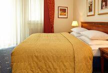 Hyperion Hotel Berlin / Starten Sie Ihren nächsten Citytrip doch vom Hyperion Hotel Berlin ( ehemals Ramada Plaza Hotel & Suites Berlin). Die zentrale Lage und die hochwertige Ausstattung sind ideale Voraussetzungen für einen entspannten Aufenthalt.