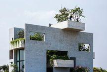 Belle maison au Vietnam dispose d'un design de jardin empilé