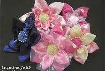 flores de tela y de papel / hermosas y variadas