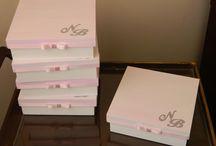 Lembrançinhas para padrinhos de casamento / Caixas para colocar gravatas e bem casados