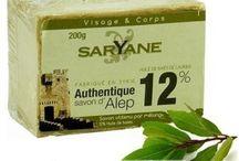 Sapun Alep BIO /  Organic Natural Aleppo Soap / Sapunul de Alep catifeleaza pielea, datorita uleiului de masline, restabileste filmul hidrolipidic si cicatrizeaza foarte bine pielea, datorita uleiului de dafin. Este antiseptic si dezinfectant. Sapunul de Alep poate fi folosit pentru toate tipurile de piele, in special pentru pielea cu probleme, fiind recomandat in tratarea eczemelor, iritatiilor si dermatitelor atopice. Sapunul de Alep BIO este recomandat pentru igiena zilnica a persoanelor cu psoriazis.